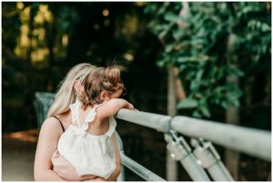 toddler photography tips by cairns family photographer Lizzy Hannaford