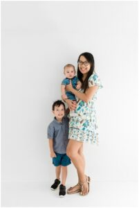 cairns family photoshoot by cairns family photographer Lizzy Hannaford Photography