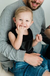 family photography cairns by cairns family photographer Lizzy Hannaford Photography