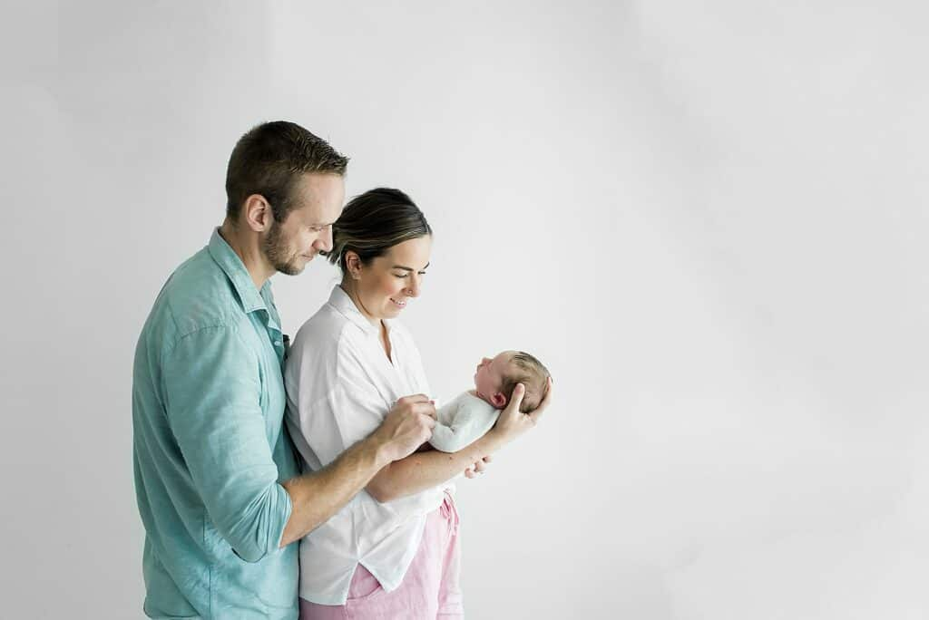 family with newborn by cairns newborn photographer Lizzy Hannaford Photography