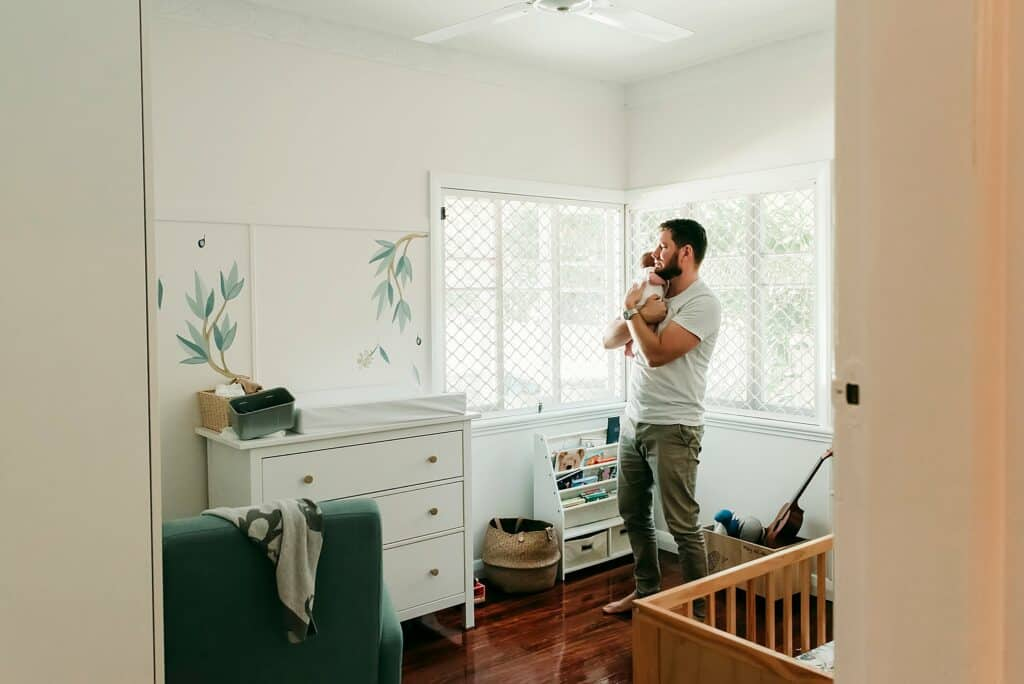 dad and newborn by cairns newborn photographer Lizzy Hannaford Photography