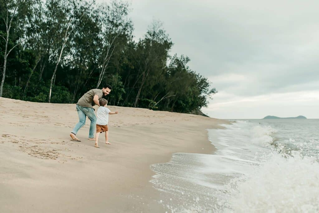 dad and son by cairns family photographer Lizzy Hannaford Photography