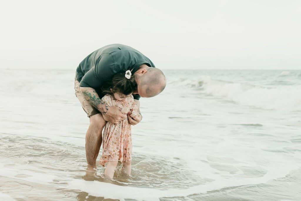 dad and daughter beach photos by cairns family photographer Lizzy Hannaford photographer