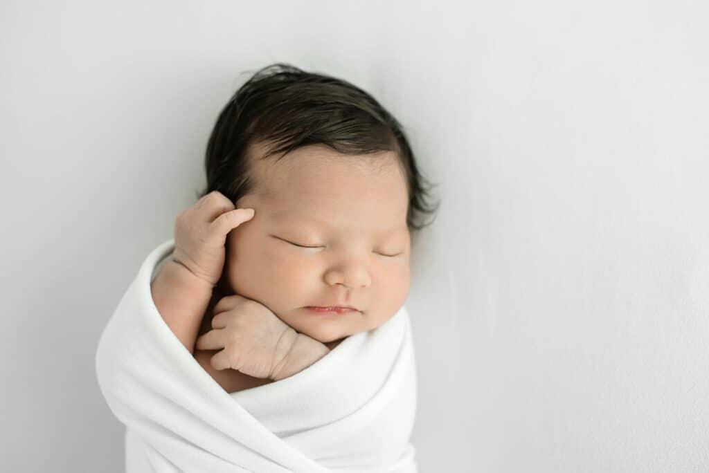 newborn photograph by cairns newborn photographer Lizzy Hannaford Photography